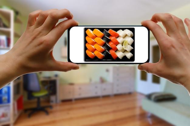 Philadelphia sushi-set bestellen. verwenden der handy-app von zu hause aus.