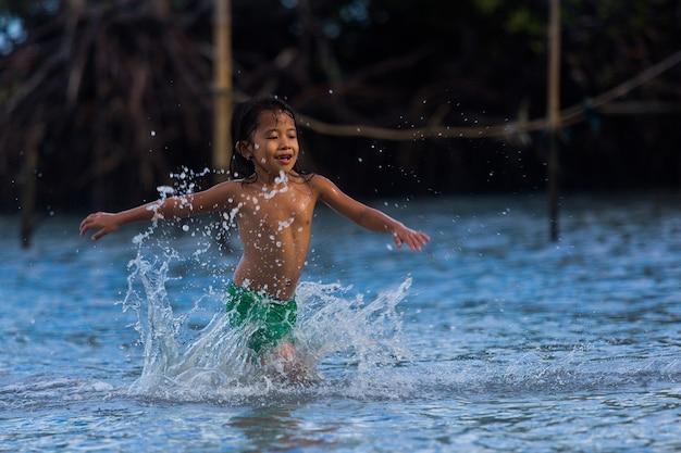 Philippinen cebu island kann philippinische kinder haben spaß auf see