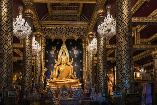 Phitsanulok - dezember 18,2017: die schönste buddha-skulptur in phitsanulok, phra buddha