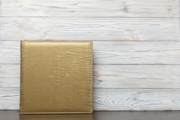 Photoalbum mit goldenem stoffbezug