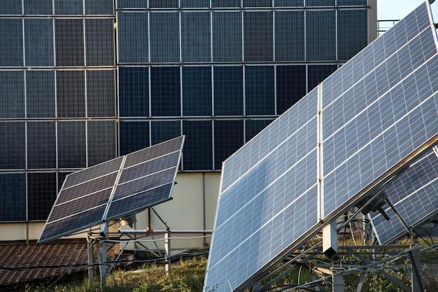 Photovoltaik im solarkraftwerk energie aus natürlichen.