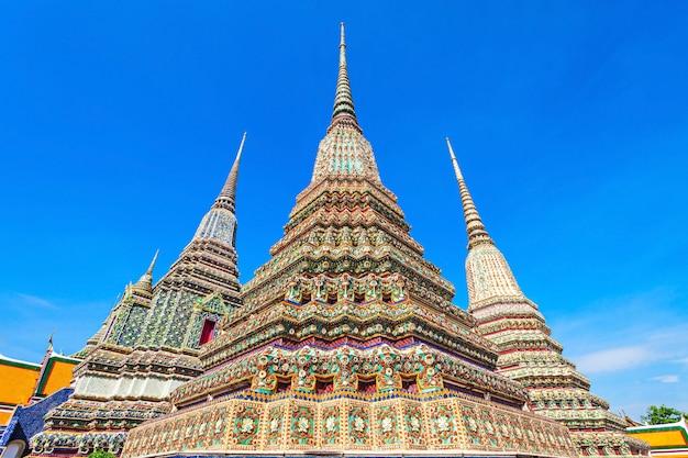Phra maha chedi si rajakarn ist ein 42 m hoher stupa im buddhistischen tempelkomplex wat pho in bangkok, thailand