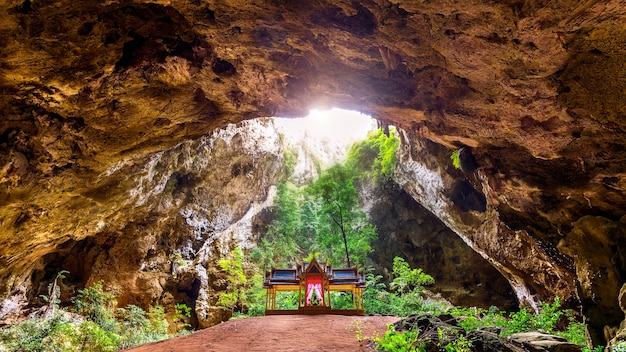 Phrayanakorn-höhle in der provinz prachuap khiri khan, thailand.
