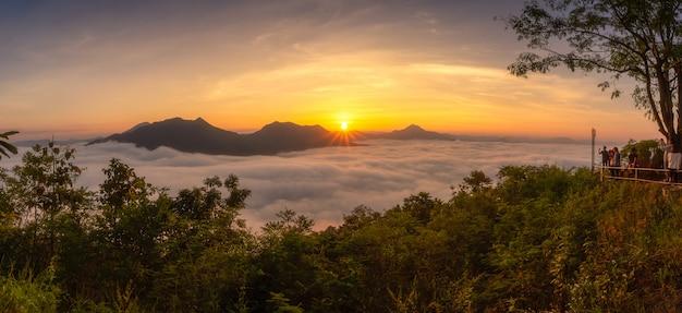 [phutok] wolkenmeer am morgen am aussichtspunkt von phutok hill