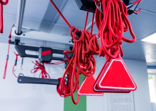 Physiotherapie. ausrüstung für das suspensionstrainingstherapie. suspensionsbasierte übung