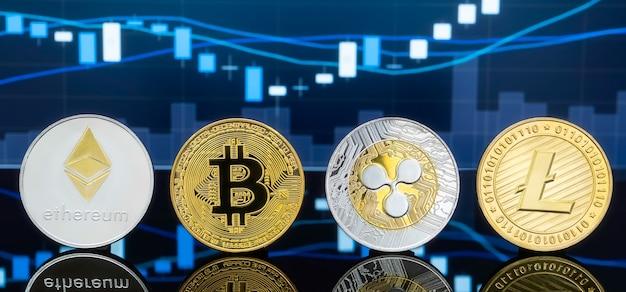 Physische metall-bitcoin-münzen mit dem globalen preisdiagramm für handelsbörsen im hintergrund.