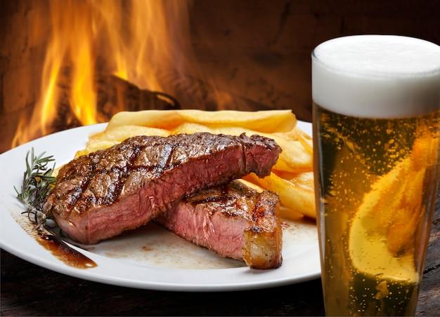 Picanha steak mit pommes und bier