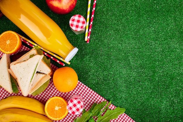 Picknick im gras.