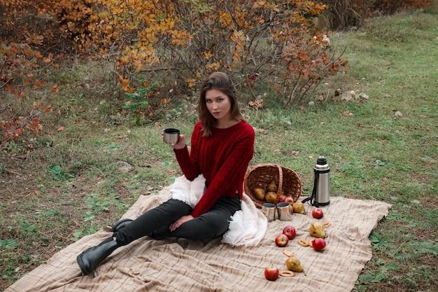 Picknick im herbstwald