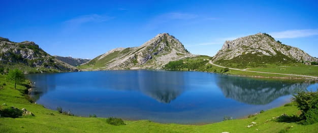 Picos de europa enol see in asturien spanien