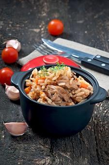 Pilaw - reisbrei mit fleisch und gewürzen