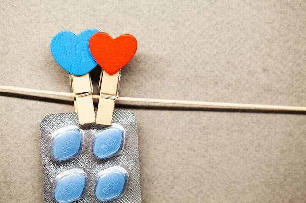 Pille für die gesundheit der männer und valentinstag hintergrund.