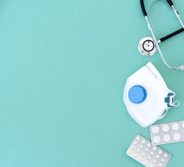 Pillen, maske und phonendoskop