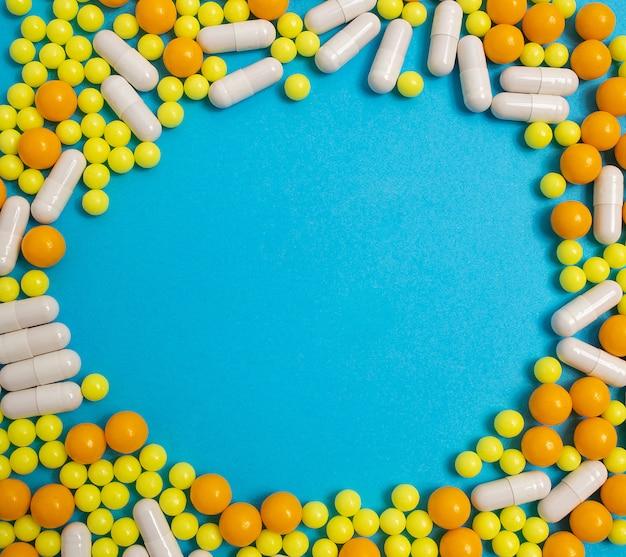 Pillen, vitamine für krankheiten. prävention von influenza, coronavirus, copyspace