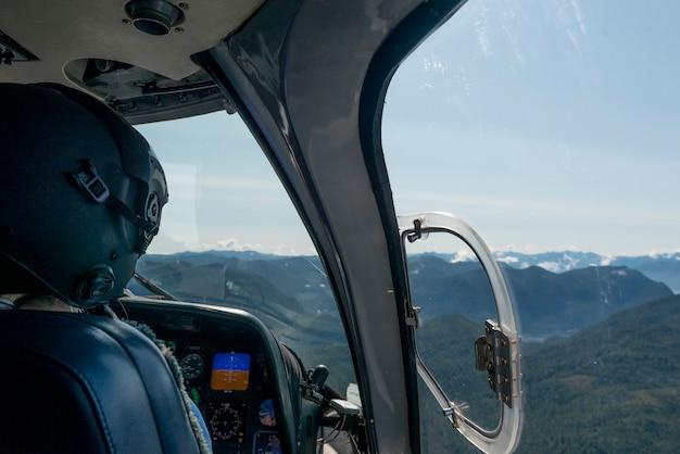 Pilot fliegender sikorsky helicopter, regionalbezirk skeena-queen charlotte, haida gwaii, graham isla