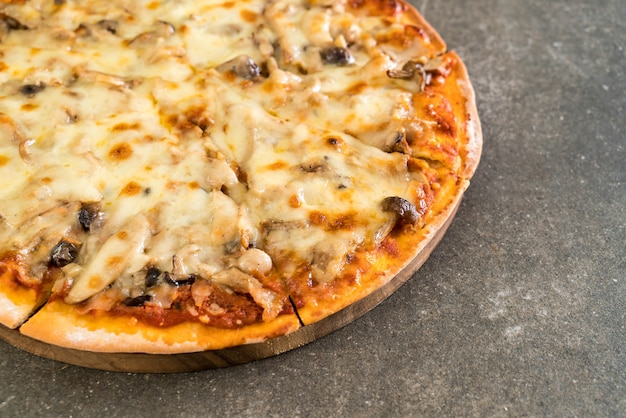 Pilzpizza mit miso-sauce