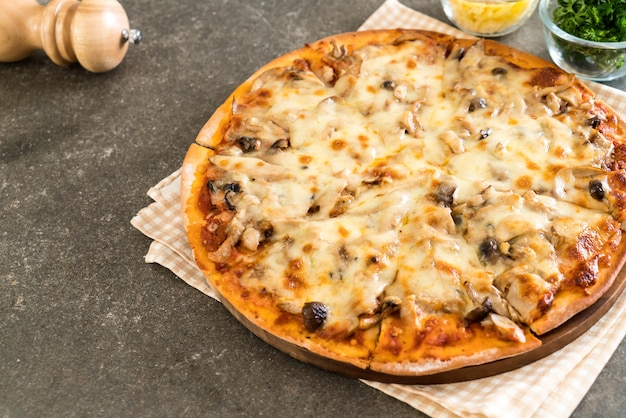 Pilzpizza mit misosauce