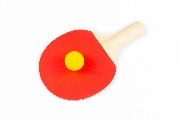 Pin pong auf einem orangefarbenen hintergrund. draufsicht.