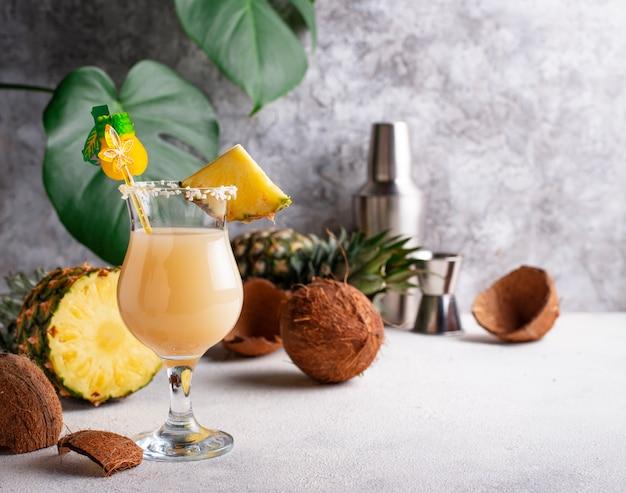 Pina colada, traditionelles karibisches cocktail