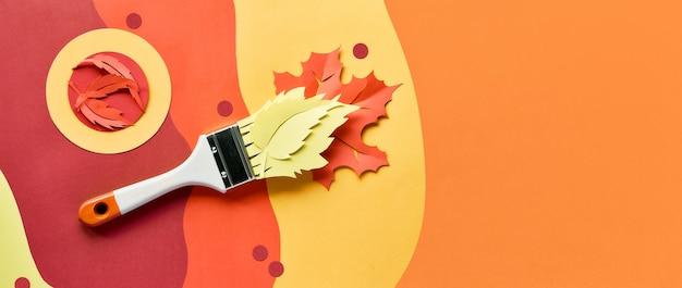 Pinsel mit farbe aus papier herbstlaub geladen