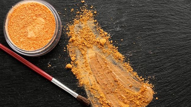 Pinsel und pigmentpulver