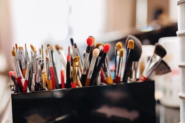 Pinsel, zubehör und zubehör für make-up