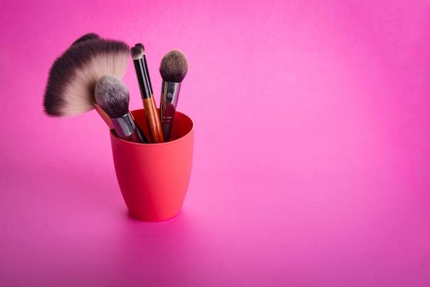Pinsel zum auftragen von kosmetik-make-up