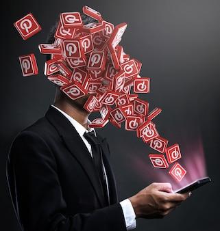 Pinterest-symbole tauchen im gesicht eines mannes auf