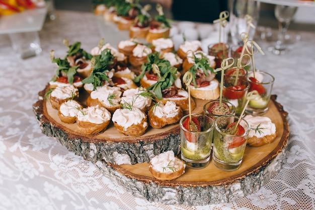 Pintxos, tapas, spanische canapes-party-fingerfood
