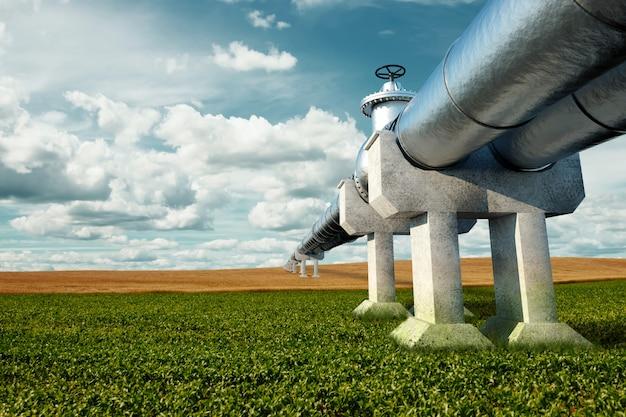 Pipeline auf der straße im feld, der transport von öl und gas durch rohre. technologie, politik, rohstoffe, wirtschaft. speicherplatz kopieren. gemischte medien.