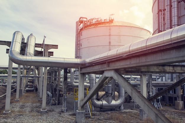 Pipeline öl- und gaschemikalienlagertank vertikal gestapelt Premium Fotos