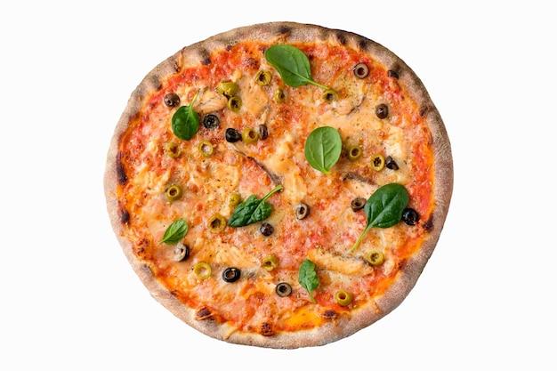 Pizza auf weißem hintergrund lokalisiert über ansicht. köstliche hausgemachte pizza draufsicht.