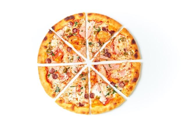 Pizza in stücke schneiden