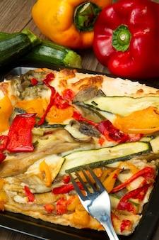 Pizza mit gemüse