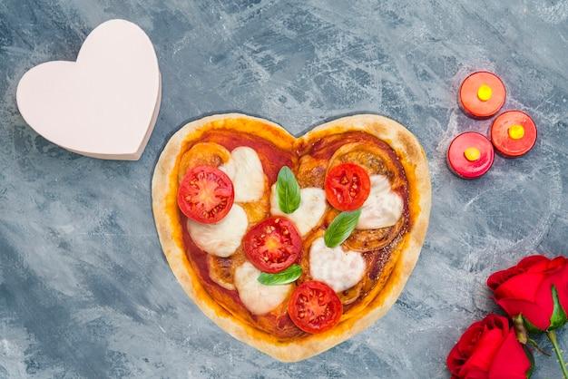 Pizza mit herzform zum valentinstag