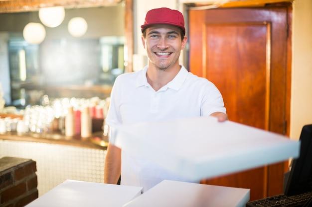 Pizzabote, der pizzakästen gibt