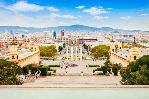 Placa espanya oder plaza de espana ist einer der wichtigsten plätze in der stadt barcelona in der region katalonien in spanien