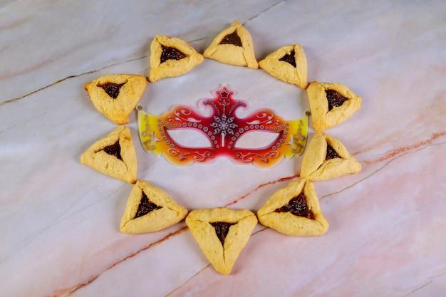 Plätzchenmuster und maske für purim-feiertag.