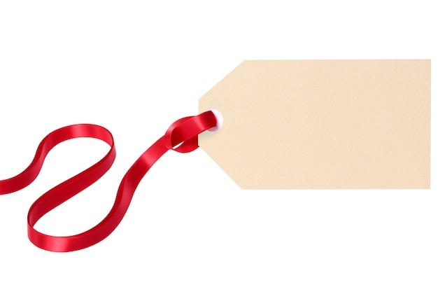 Plain geschenk-tag-etikett mit rotem band
