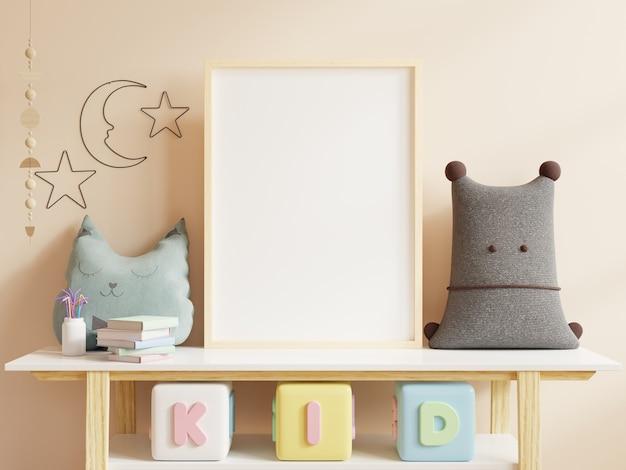 Plakate im kinderzimmerinnenraum, plakate auf leerem cremefarbenem wandhintergrund, 3d-darstellung
