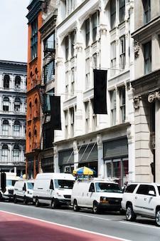 Plakatschablone in der städtischen umwelt