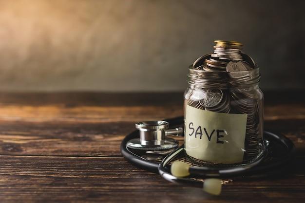 Planen sie, geld zu sparen, um die gesundheit ihrer familie zu erhalten
