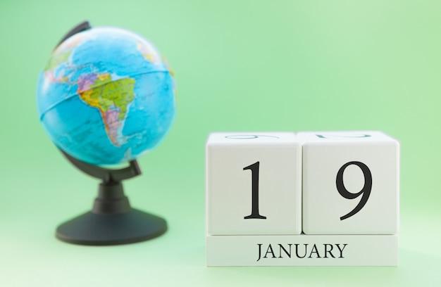 Planer holzwürfel mit zahlen, 19 tag im monat januar, winter
