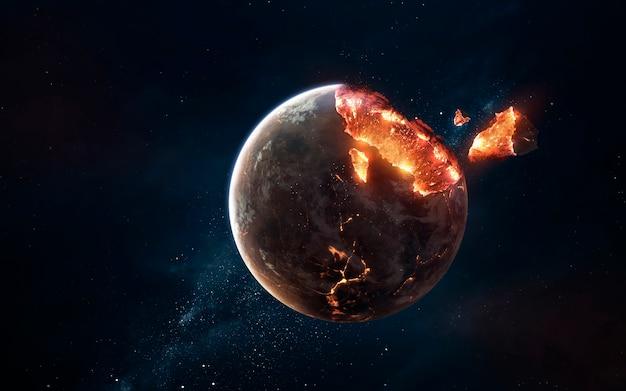 Planetenexplosion. apokalypse im raum, zerstörung des kosmischen objekts. elemente dieses bildes von der nasa geliefert
