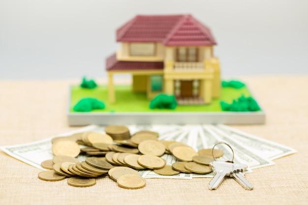 Planung einsparungen geld von münzen, um ein haus zu kaufen