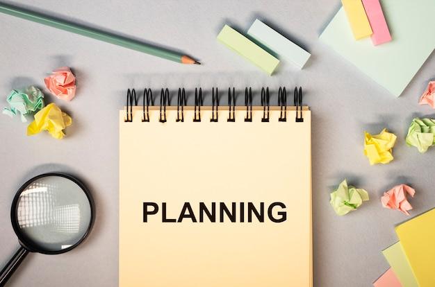 Planungskonzept. wortplan auf papierblatt.