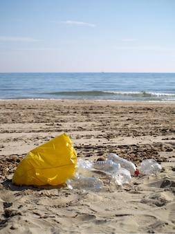 Plastik und müll am strand, kein plastik mehr