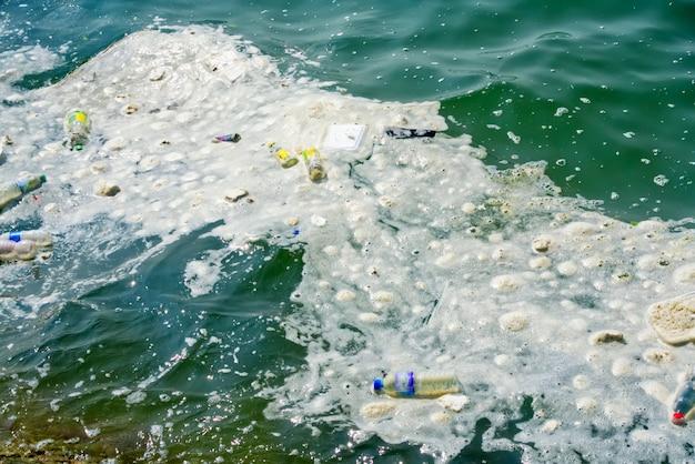 Plastikabfall-umweltverschmutzungsproblem im meer