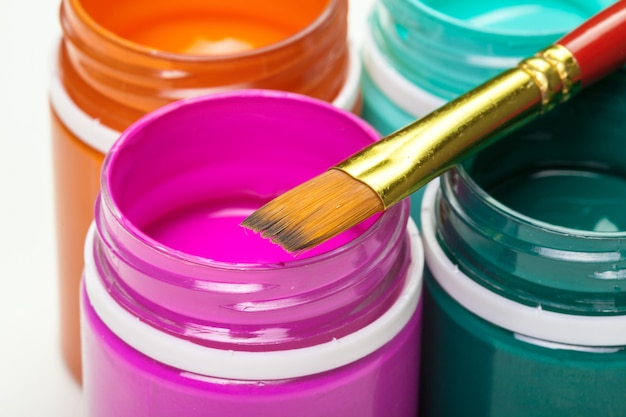 Plastikfarbenflaschen für kunst