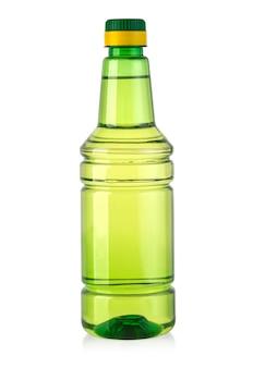 Plastikflasche mit essig lokalisiert auf dem weißen hintergrund mit beschneidungspfad